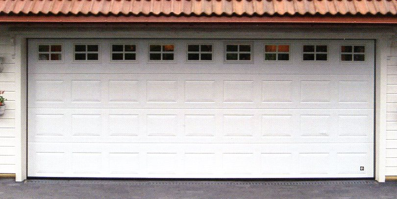 Picture of Ryterna Georgian sectional garage door with glazing