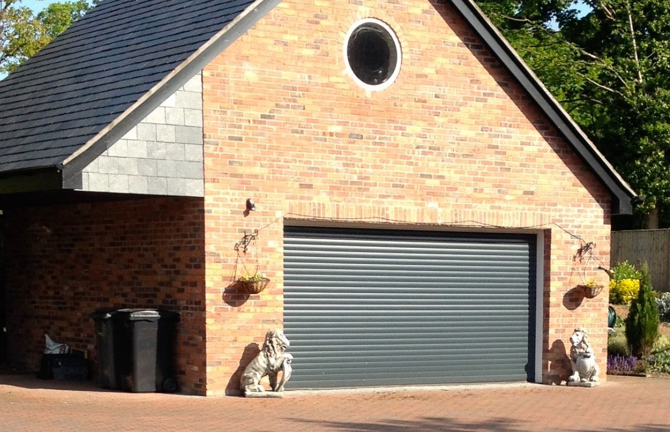 Aluroll Classic insulated automated roller shutter in Anthracite Grey