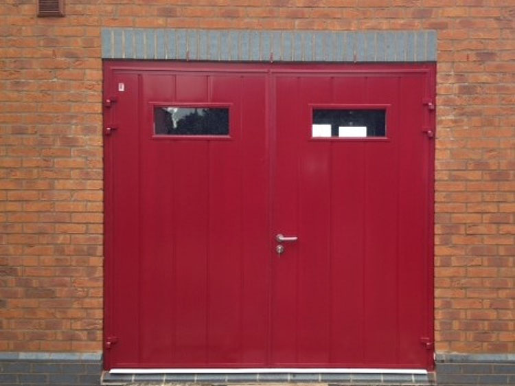 CarTeck GSW 40-L insulated side-hinged doors in centre medium vertical rib in Flame Red