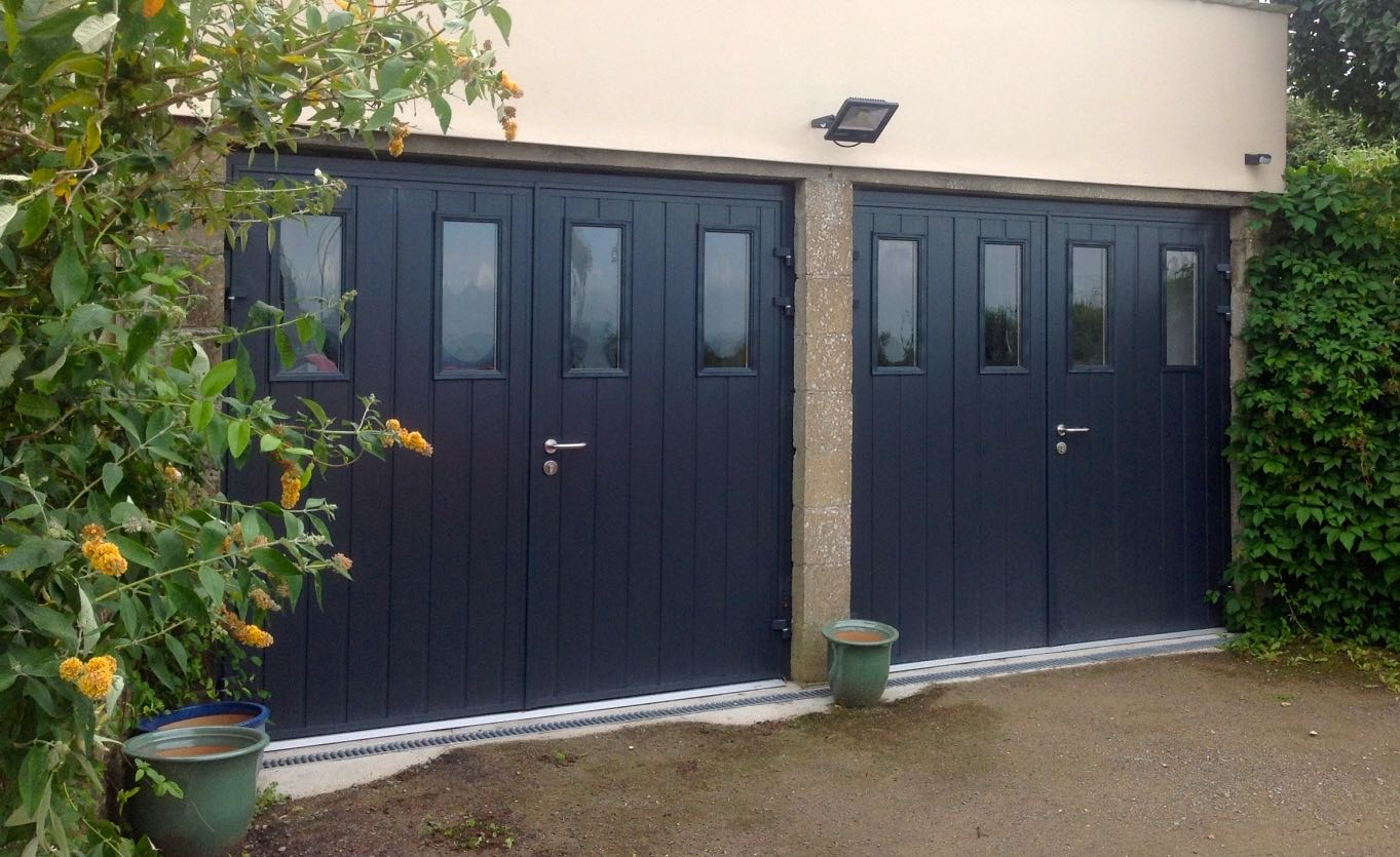Carteck GSW 40-L insulated side-hinged with vertical windows in Anthracite Grey