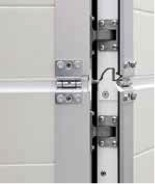 The wicket doors are equipped with concealed hinges as standard.