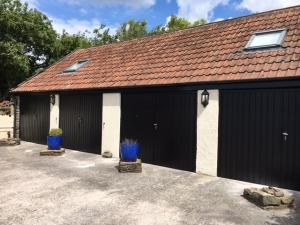 Fort Steel Vertical-Rib side-hinged garage doors
