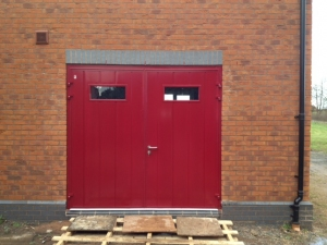 Carteck Vertical Centre-Rib Insulated Side-Hinged garage doors