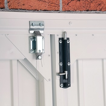 Cable latches and shoot bolts as standard