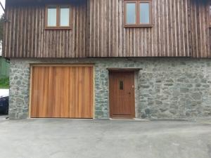 Z: Woodrite Tingewick up and over door in cedar