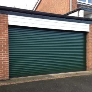 Y: Aluroll Classic insulated roller shutter in Moss Green