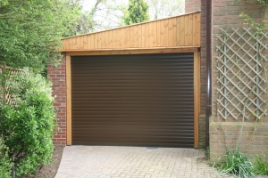 R: Aluroll Classic roller shutter door in Velvet Brown