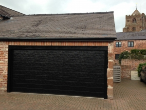 H: Alutech Trend insulated sectional in M rib in Black woodgrain