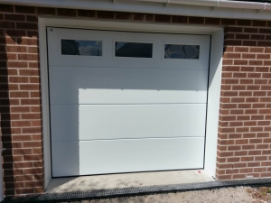 Z: CarTeck GSW 40-L insulated sectional in solid (large) rib in smooth finish with three windows