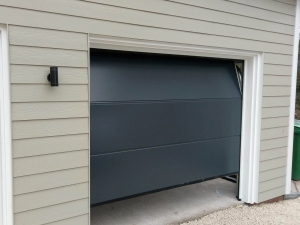 C1: Alutech Trend insulated sectional in large rib smooth Anthracite Grey