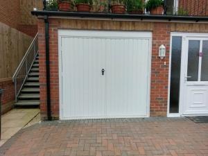 C1: Fort steel side-hinged doors in white vertical rib