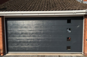 D1: Alutech Trend insulated sectional in Anthracite Grey woodgrain with four windows